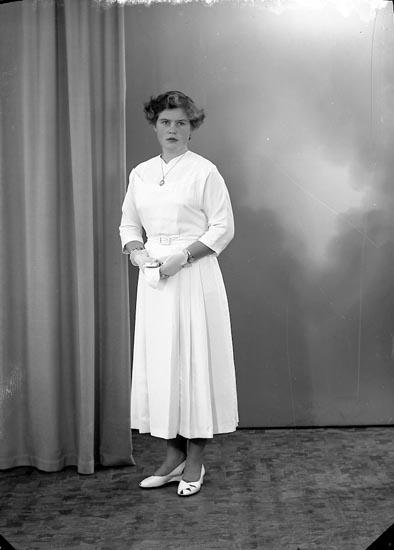"""Enligt fotografens journal nr 8 1951-1957: """"Orman, Margareta, Strandhem, Kårehogen""""."""