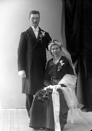 "Enligt fotografens journal nr 4 1918-1922: ""Edvardsson, Hj. V. Torp Jörlanda"".  Enligt fotografens notering: ""Hjalmar Edvardsson V. Torp Jörlanda""."