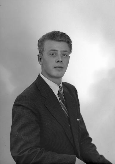 "Enligt fotografens journal nr 8 1951-1957: ""Mattsson, Herr Leif, Hålt Spekeröd""."