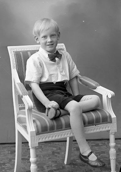 """Enligt fotografens journal nr 6 1930-1943: """"Johansson, Hans Kleva Spekeröd""""."""