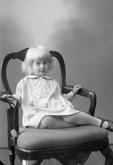 """Enligt fotografens journal nr 6 1930-1943: """"Högvall, Käth Här""""."""
