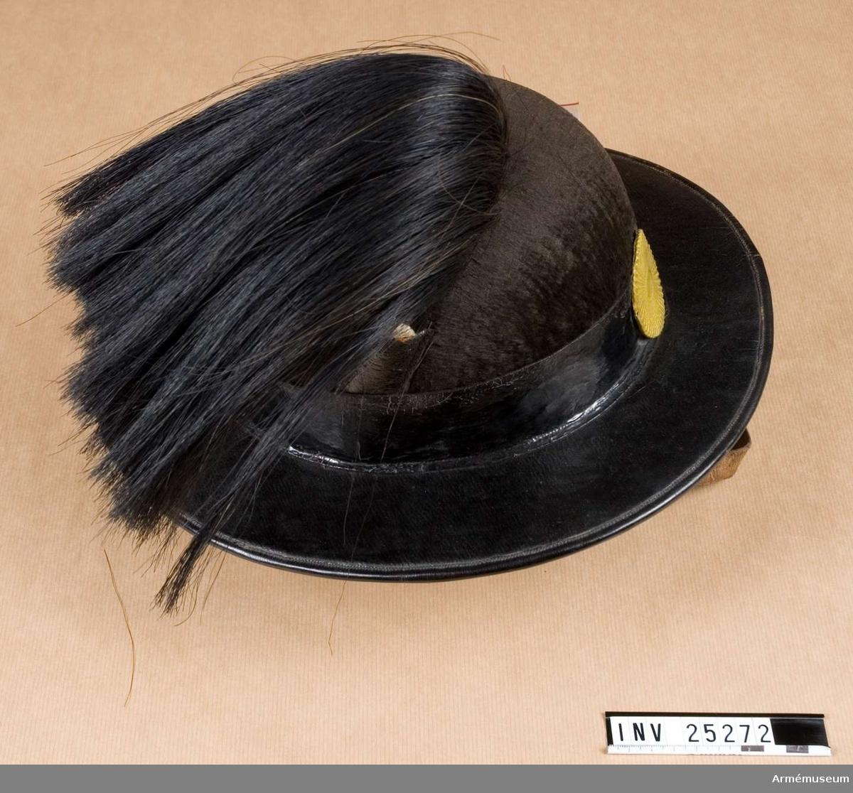 Grupp C I. Ur paraduniform för manskap vid Värmlands fältjägarkår; 1859-1902. Består av vapenjacka, byxor, hatt med plym, patronkök med livrem.