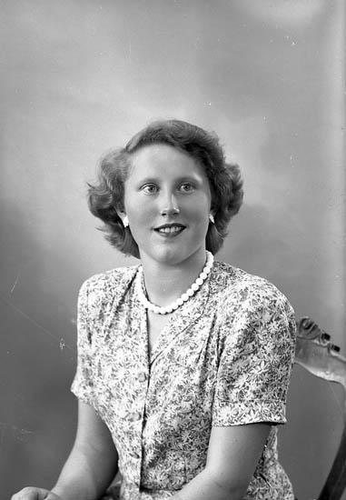 "Enligt fotografens journal nr 7 1944-1950: ""Ojala, Fr. Stenungsund""."