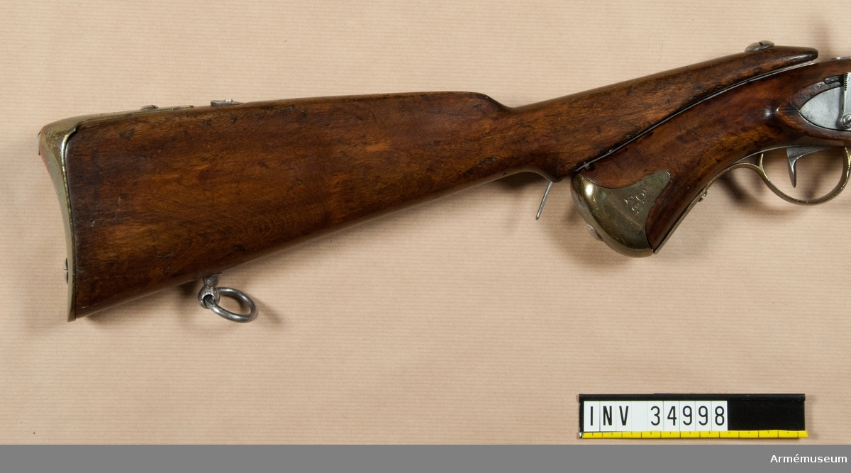 Grupp E III c. Löskolv till tappstudsarepistol m/1820-49 med slaglås. LITT  Alm: Arméns eldhandvapen, tab. 5:21.
