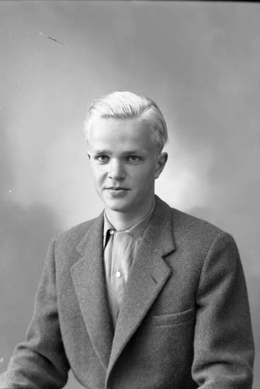 "Enligt fotografens journal nr 8 1951-1957: ""Olsson, Rolf Svanesund""."