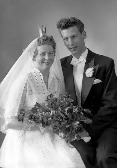 """Enligt fotografens journal nr 8 1951-1957: """"Torvaldsson, Ragnar Tunnbindareg. 25 Gbg""""."""