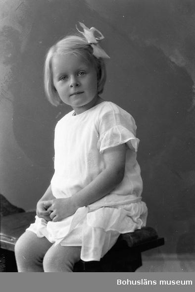 "Enligt fotografens journal nr 5 1923-1929: ""Dahlblom, Elsa Tomtebo 2 Partille""."