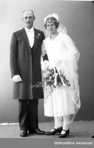 """Enligt fotografens journal nr 5 1923-1929: """"Olsson, Herr Artur, Strandnorum Här""""."""