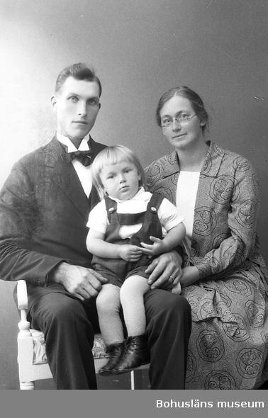 """Enligt fotografens journal nr 5 1923-1929: """"Helgesson, Hilding Svenshögen""""."""