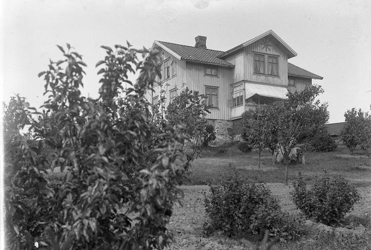 "Enligt fotografens journal nr 5 1923-1929: ""Tornwall, Torp. Stenungsund""."