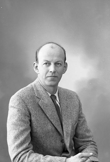 """Enligt fotografens journal nr 9 1958-: """"Nilsson, Herr Ragnar, Box 361 Här""""."""