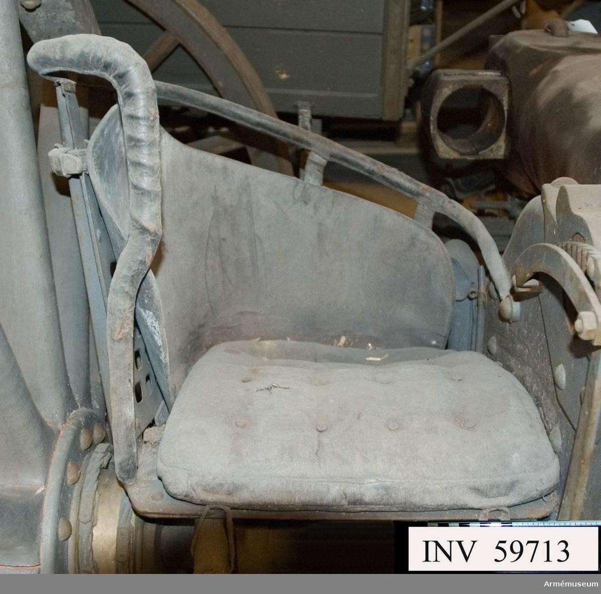 Grupp F I.  Kanonen är förändrad för metallkardus. Provpjäs inrättad för  metallpatron, med lavett, föreställare och delvis utredning, den senare till följd av bakladdningsmekanismens aptering för metallpatroner.