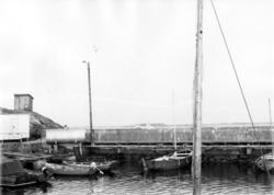 Vrångö fiskehamn med vågbrytaren