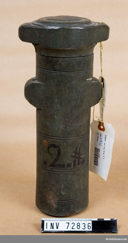 Grupp F:III. 2 pundigt koger med Fredrik I:s namnchiffer.
