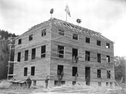 """Enligt senare noteringar: """"Dingle Lantmannaskola under byggn"""