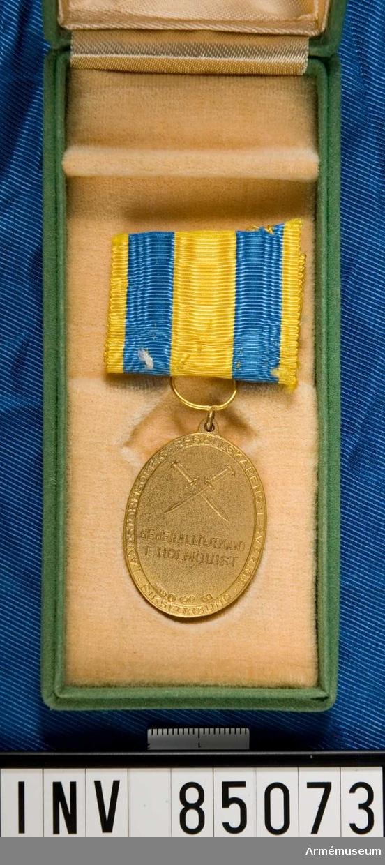 I grön ask.  Gåva från Cecilia Landgren, dotter till generallöjtnant Ivar Holmquist.