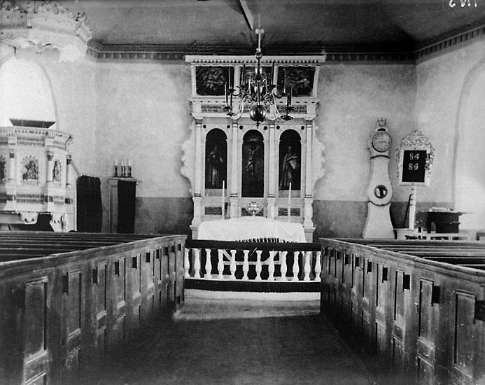 """Enligt senare noteringar: """"Interiör från Ljungs gamla kyrka, före 1904. Avfotografering av foto."""""""