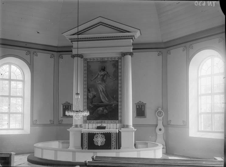"""Enligt tidigare noteringar: """"Interiör, kyrkokor med altartavla, nummertavla och ståndur."""""""
