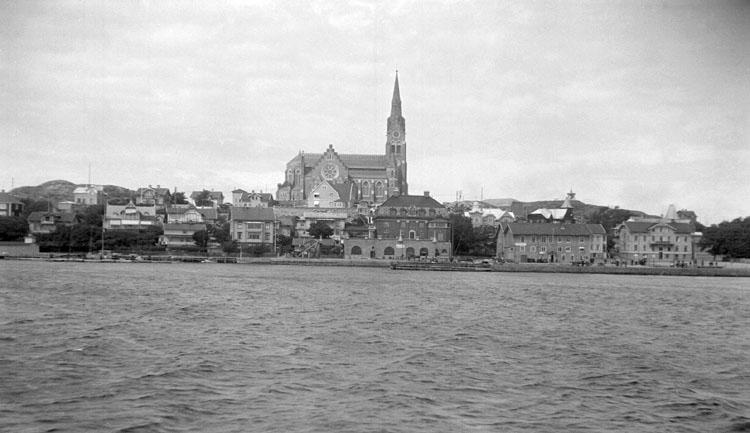 """Enligt senare noteringar: """"Lysekil från båt. 19 Juni 1926."""""""