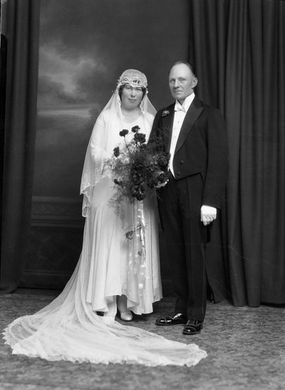 """Uppgift enligt fotografen: """"Uddevalla. Brudpar."""""""