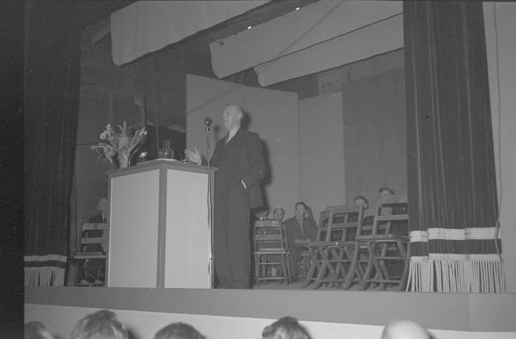 """Text till bilden: """"Finansministern Wigfors i Folkets Hus. 1948.02.28""""."""