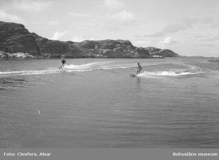 """Text till bilden: """"Vattensportfest i Lysekil. 1954.08.01""""         i"""