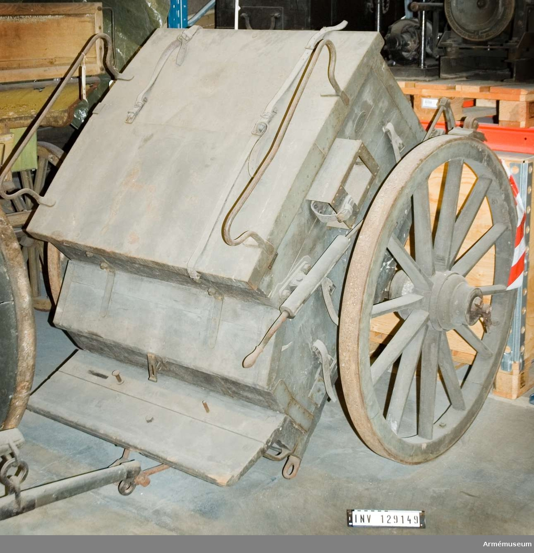 """Märkt A 4 1 div stab pv. Märkt """"sthl. tygverkstäder 1895"""". Smh redskapsvagn m/1906 f art."""