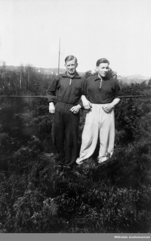 Två män fotograferade vid Rygatan i Mölndal.