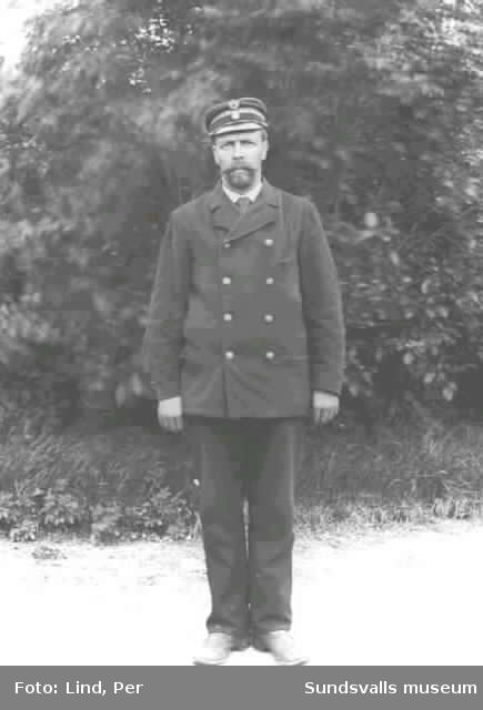 Alby 1898. Man i uniform.