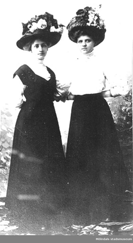Två okända kvinnor från Annestorp, Lindome, ca 1900.