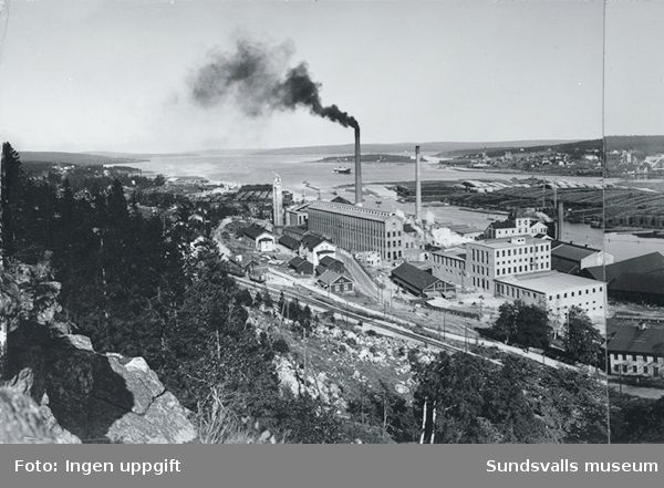 Svartvik. I bakgrunden Klampenborg, Nyhamn, Essvik.