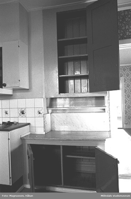 Byggnadsdokumentation inför rivning. Ett kök i Kållereds station på Våmmedal 3:135 i Kållereds centrum, februari 1991.