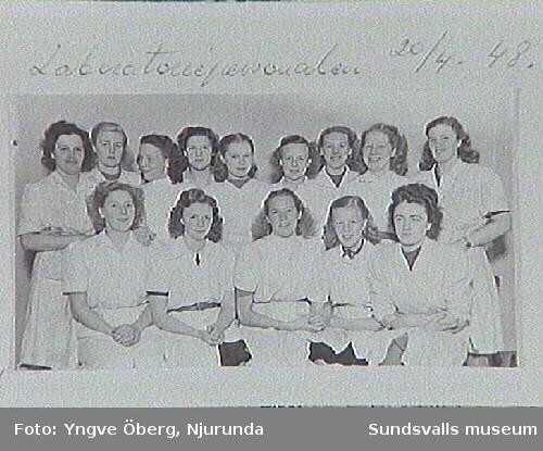 Laboratoriepersonalen vid sulfitfabriken i Svartvik, Njurunda 4/1 1948. Se bilaga till fotoprotokoll.