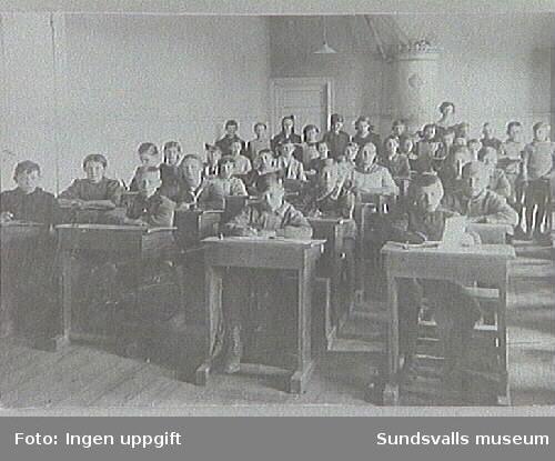 M 2961 Matfors folkskola 1918, Fröken Fredén.
