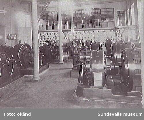 Sundsvalls elverks maskinsal med maskiner och instrumentering 1930 ca.Ur energiverkets samling.