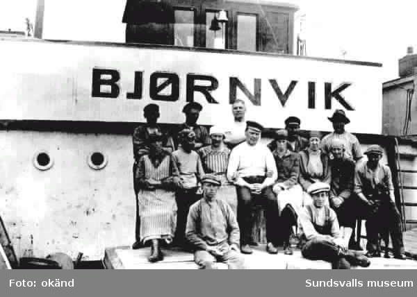 Splitvedsjäntor ombord på båten Björnvik.