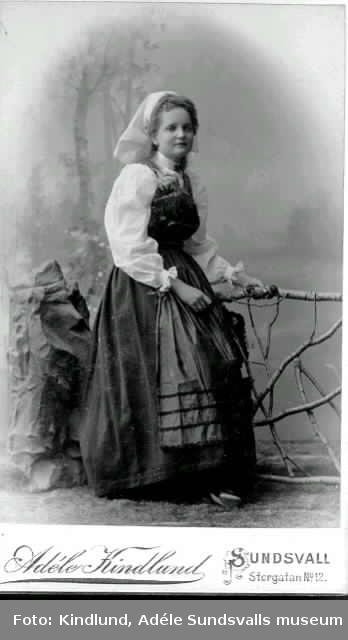 Astrid Wessblad, f 1880, syster till Thyra och Hulda