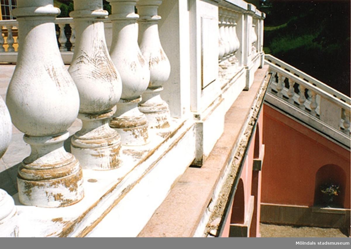 Restaurering av balustrad på Gunnebos altan och fritrappa, 1990-tal.