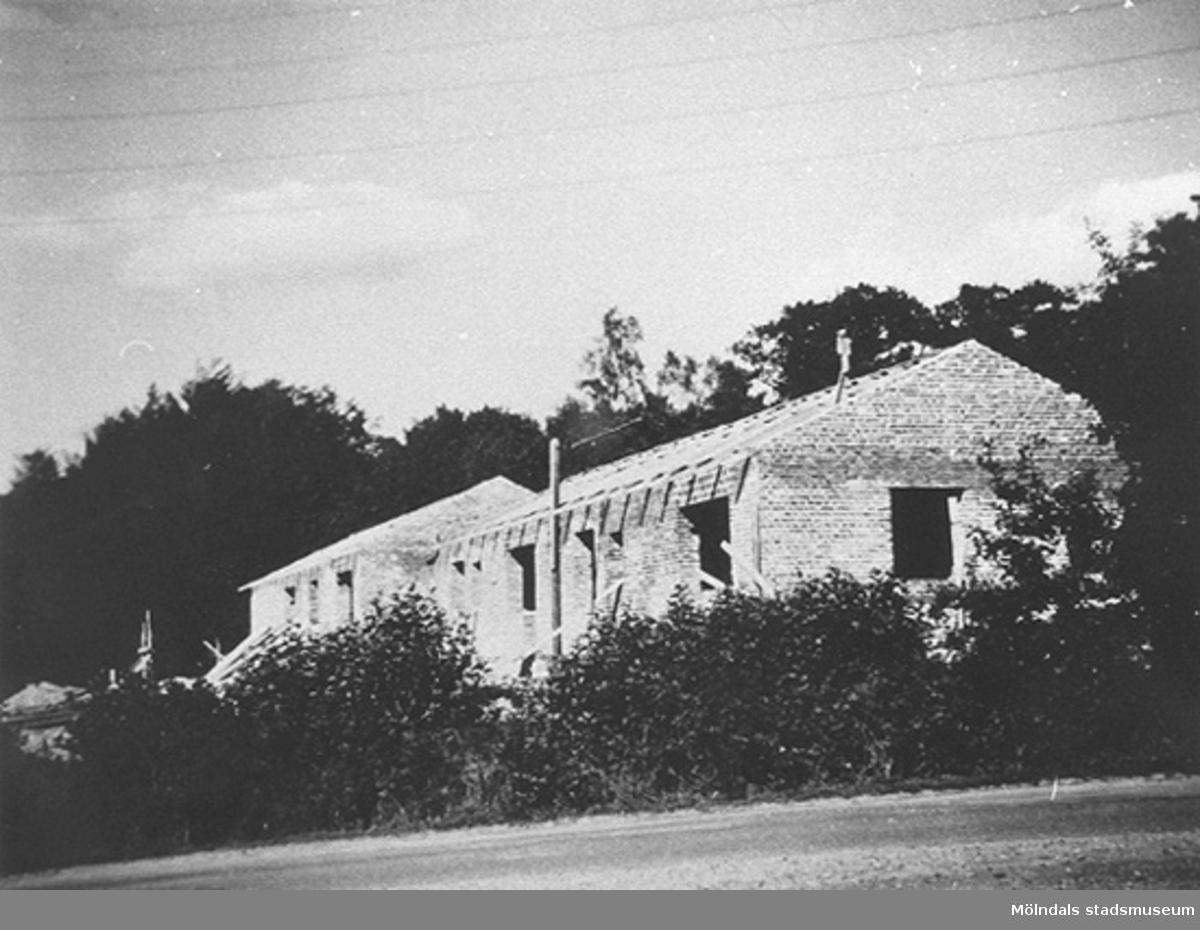 Personalbostaden vid Lackarebäckshemmet under uppbyggnad, 1950.