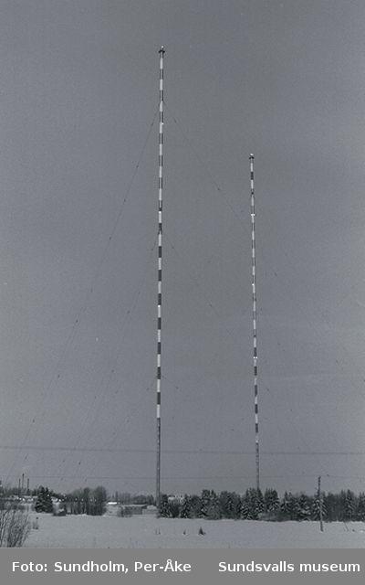 Sprängningen av de två radiomasterna vid den f d rundradiostationen, Ljusta 7:1, Skön, invigd 1949.