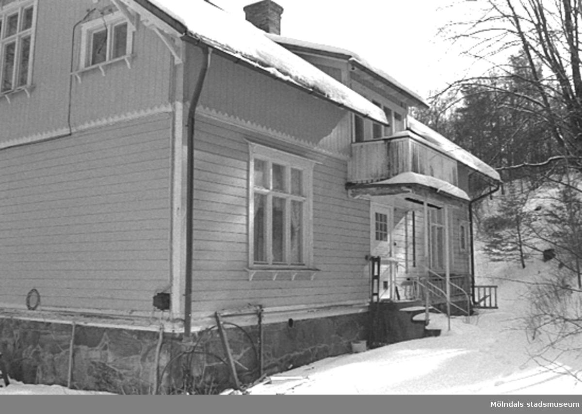 Villa Solbacken i Mölndal, väster om Krokslätts fabriker, april 1994.
