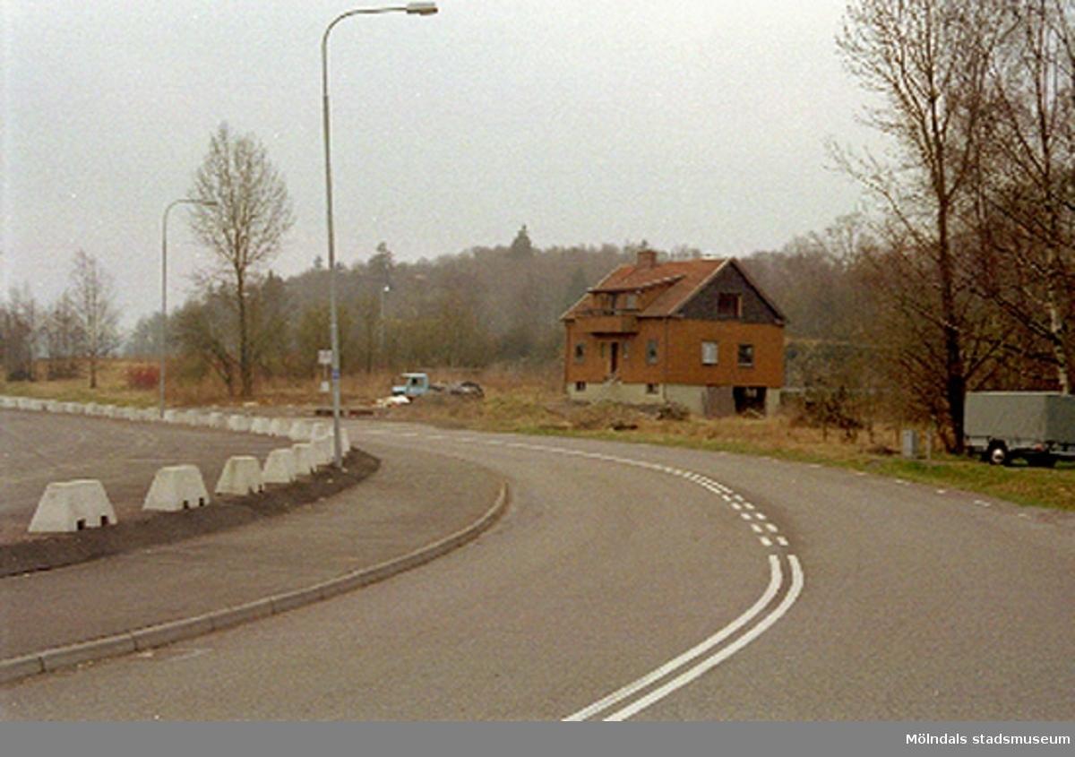 Ett bostadshus. Rivet april 1994?Bangårdsvägen, Torrekulla 1:49 i Kållered.