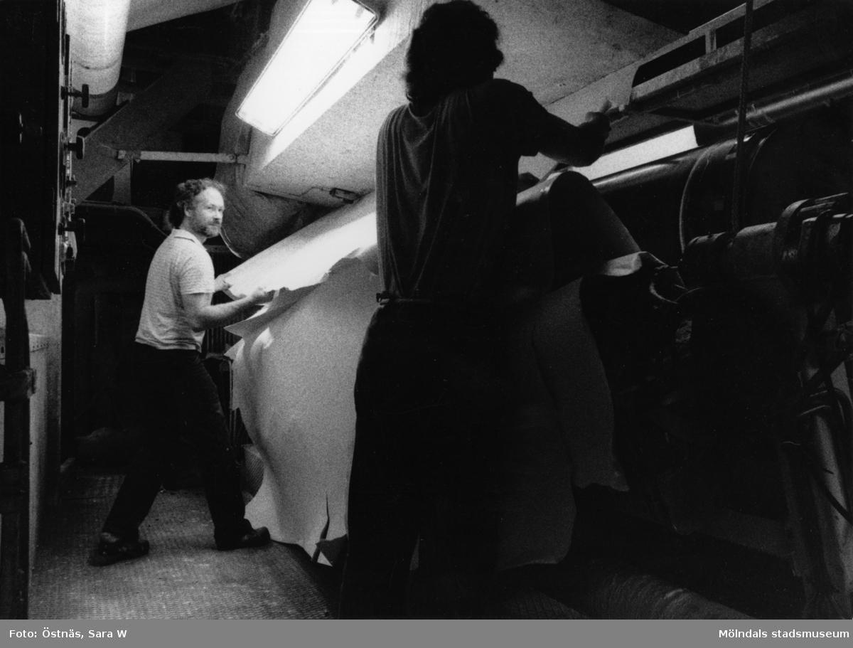 Juris Kuvalds i arbete vid banbrott på Papyrus i Mölndal, år 1990.