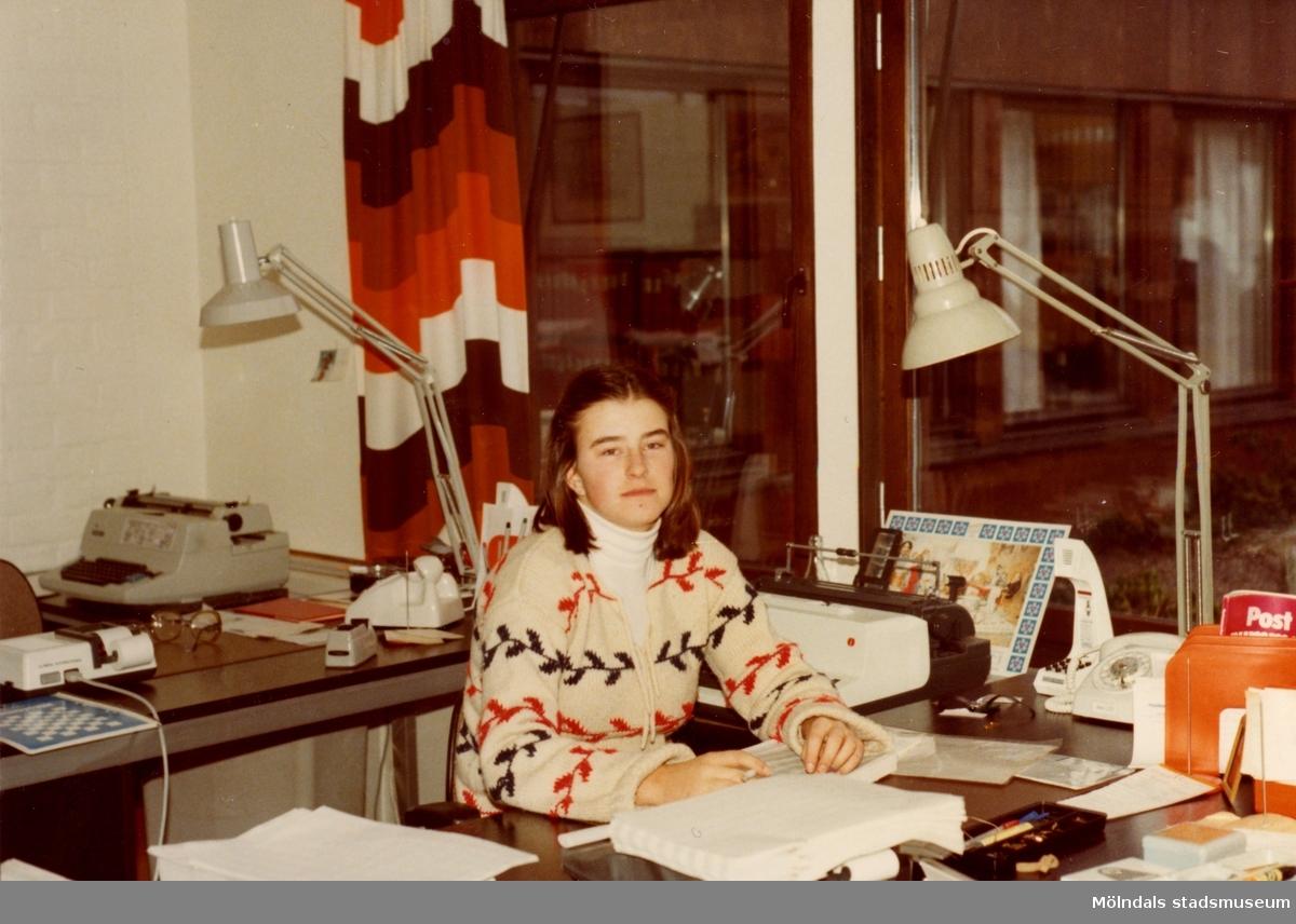 Karin och givaren Ilse var klasskamrater i DK2e (Distribution- och Kontor) på Fässbergs gymnasium åren 1976-1978. De gjorde sin 2-veckorspraktik på kontoret i Gulinshuset 1977.