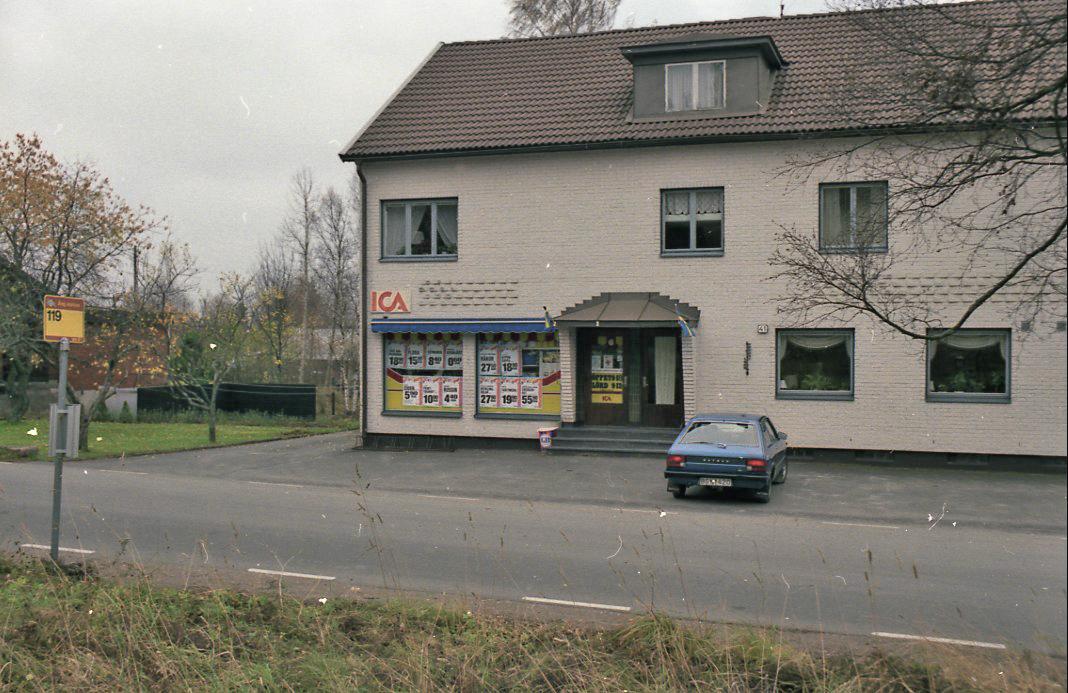 Entrepenadkontoret i Äng var inrättat i ICA-butiken. Verksamheten upphörde den 1/4 1989. Ortsadressen har varit Nässjö sedan poststationen drogs in den 1/11 1965. Organisationsformerna från 1965 till 1985 har varit postombud och inlämningspostställe.