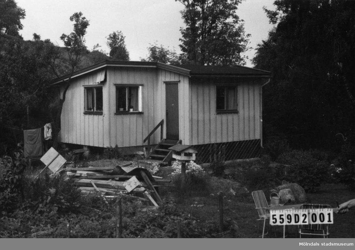 Byggnadsinventering i Lindome 1968. Ranntorp 1:4. Hus nr: 559D1028. Benämning: fritidshus och redskapsbod. Kvalitet, fritidshus: mindre god. Kvalitet, redskapsbod: dålig. Material: trä. Tillfartsväg: framkomlig.