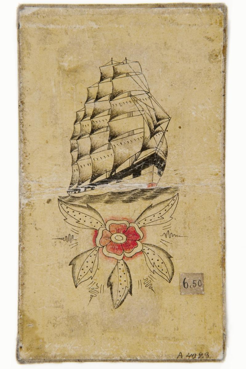 """Tatueringsförlaga. Ett seglande skepp ovanför en röd blomma.  """"Ett skepp är bland de vanligaste sjömanstatueringarna. I det här fallet rör det sig om en fyrmastad fullriggare. Även i dag då den mesta sjöfarten är motoriserad är detta ett vanligt motiv.""""  Text från appen """"Tatuera dig med Sjöhistoriska"""" som gjordes i samband med utställningen Tro, hopp och kärlek 2012."""