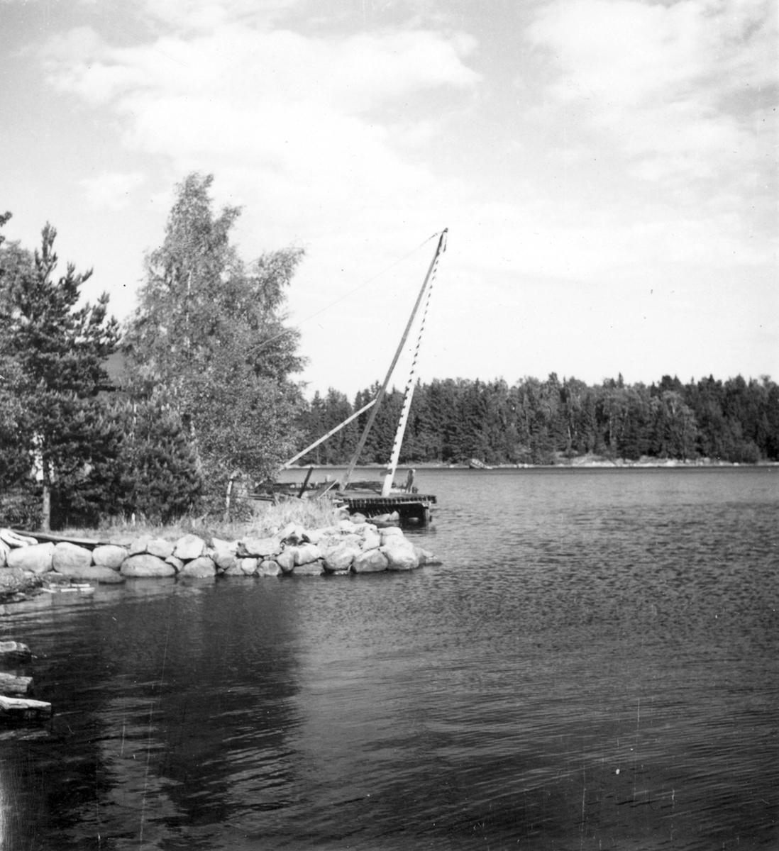 Uppland, Stockholms län, Frötuna skeppslag, Länna socken, Högmarsö. Mastkran