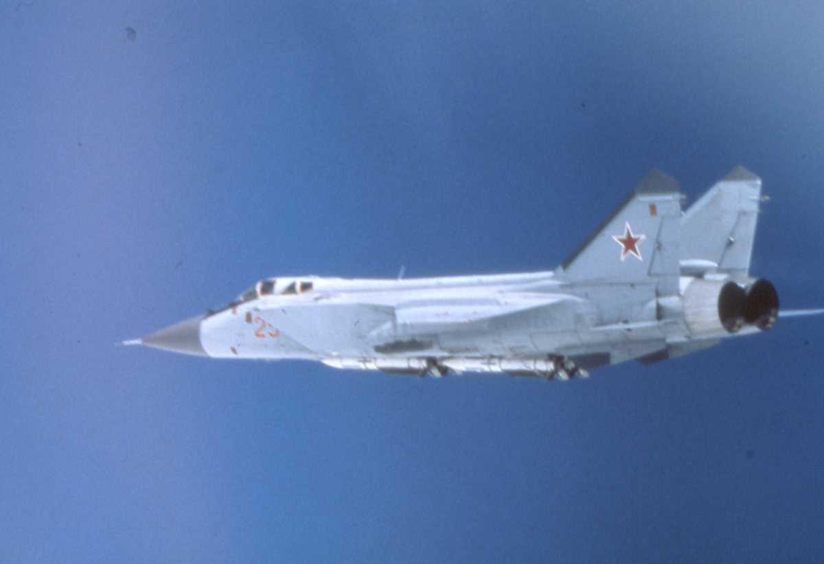 Russisk fly av typen Mikoyan-Gurevich MiG-31 Foxhound med nr. 25.