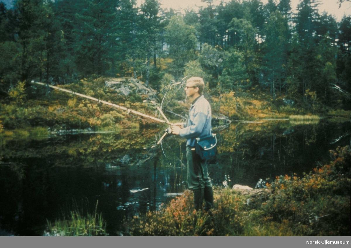 Elf jakt og fiskeklubb. Medlem av Elfs fiskeklubb på laksefiske.